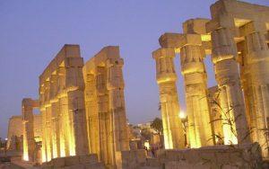 Templo Luxor de noche