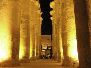 Templo de Luxor por la noche
